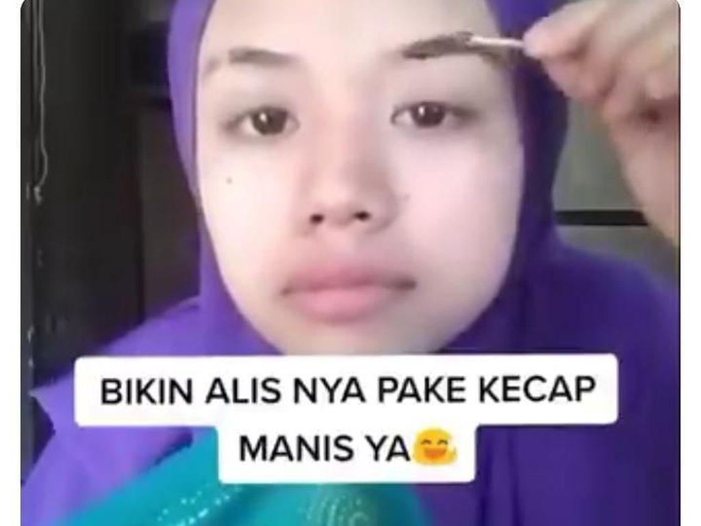 Bikin Tutorial Make Up Pakai Tepung dan Kecap, Wanita Ini Dinyinyiri Netizen!