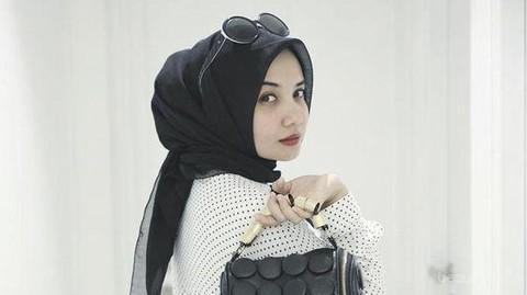 Tanpa Ribet Dengan Gaya Hijab Ala Zaskia Sungkar Ini