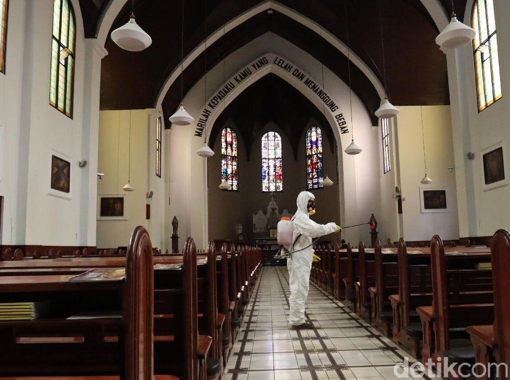 Gereja Katedral Bandung Disemprot Disinfektan