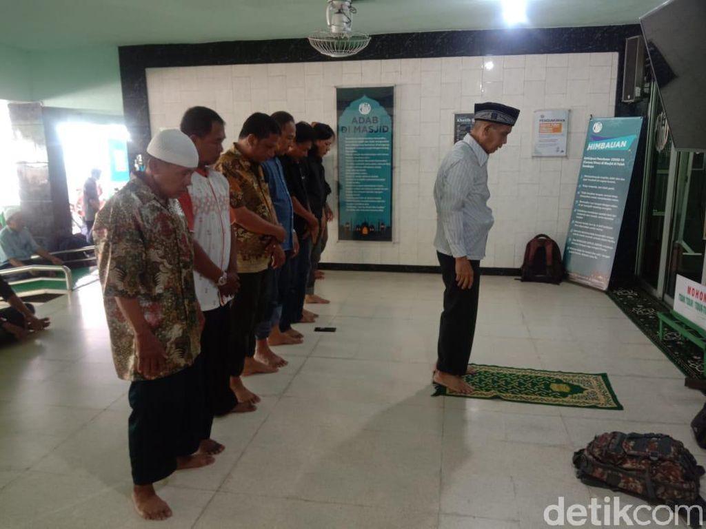 Curhat Jemaah Saat Salat Jumat Ditiadakan di Masjid Al-Falah