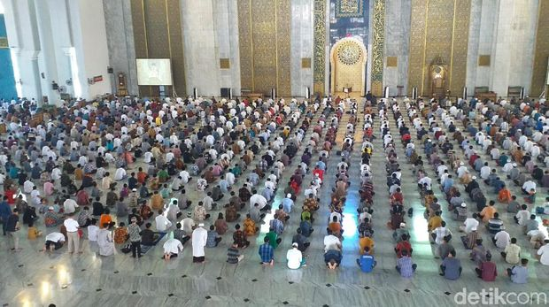 Salat Jumat di Masjid Al Akbar/