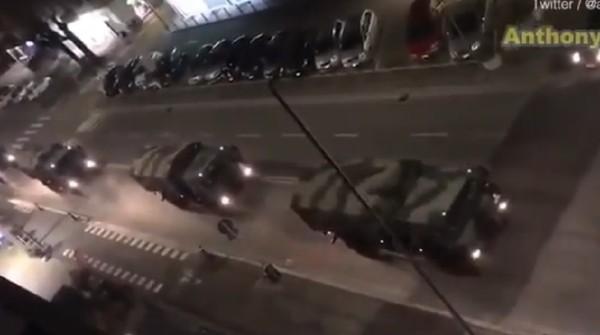 Truk Militer Italia angkut peti mati korban corona