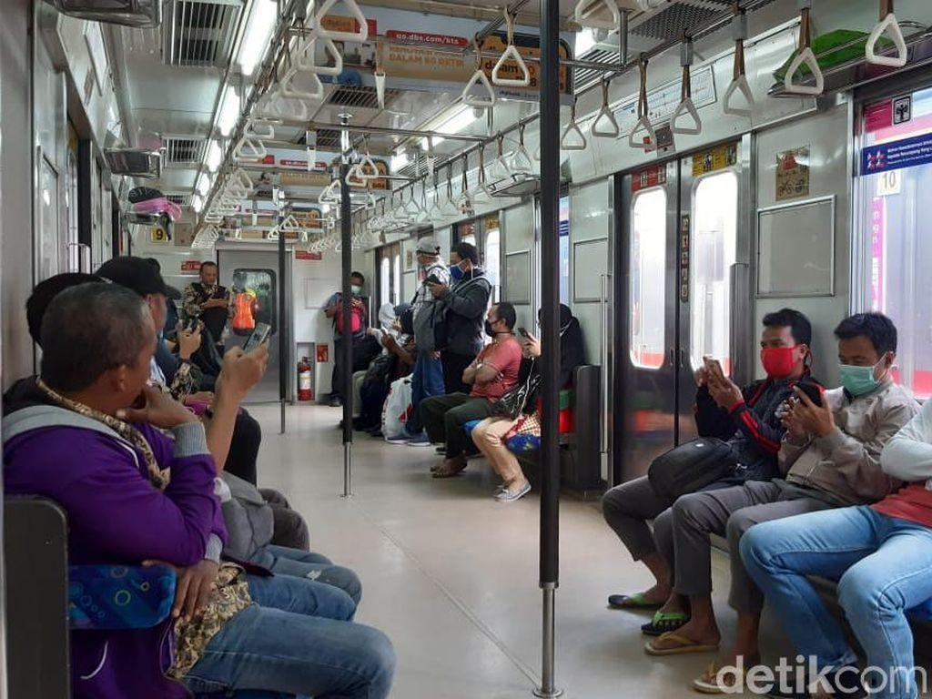 Ada Social Distancing, Penumpang Angkutan Umum Turun 70%