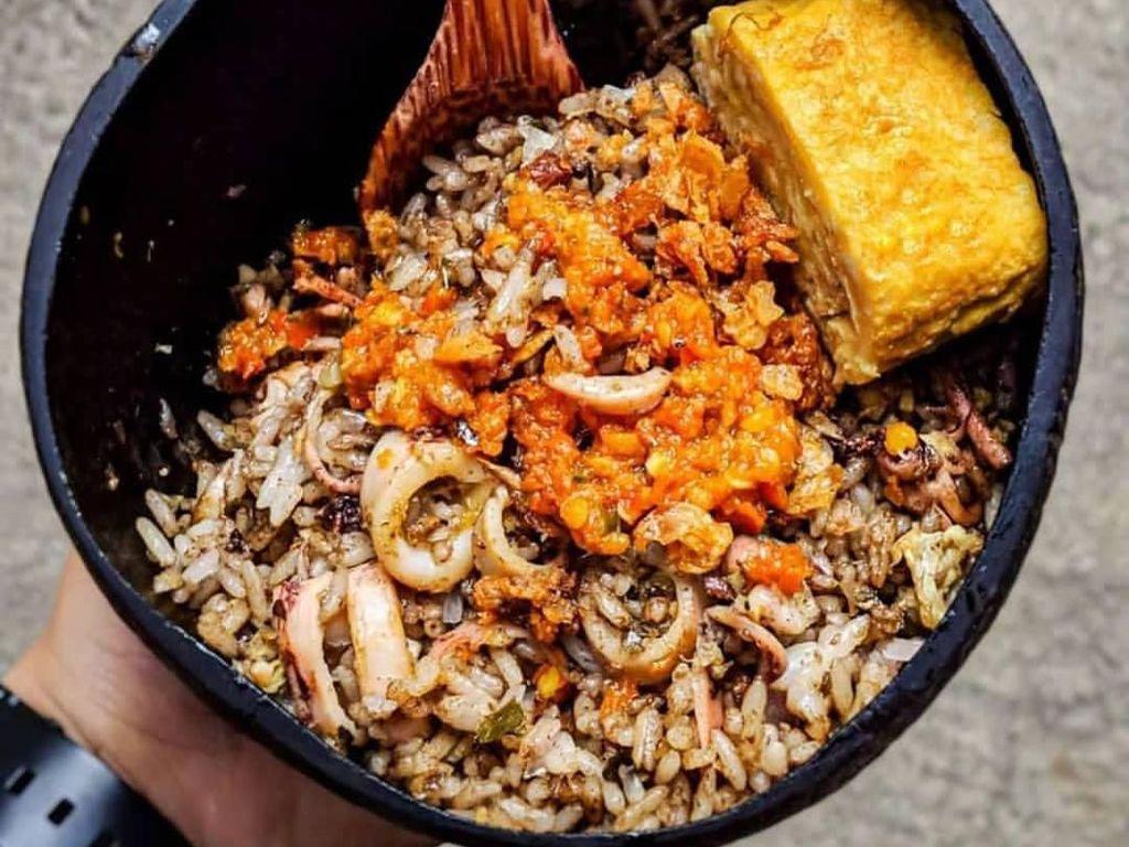 Selama WFH, Warung Ini Berikan Makanan Gratis untuk Driver Ojol
