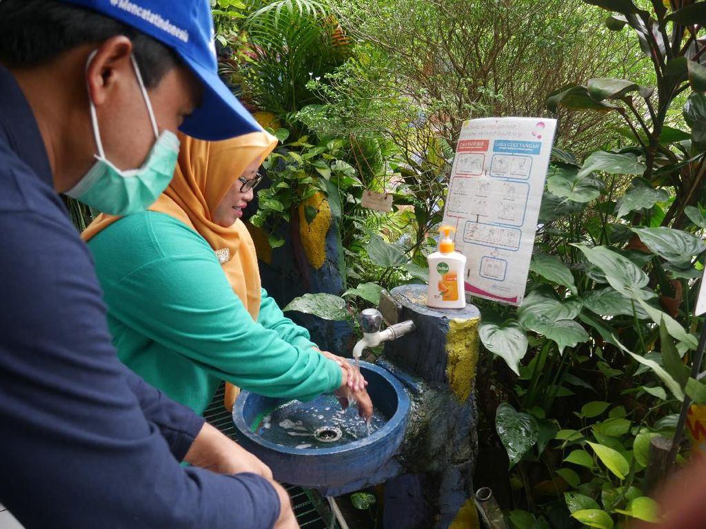 Pemerintah-Swasta Sosialisasikan Cuci Tangan yang Benar ke Sekolah