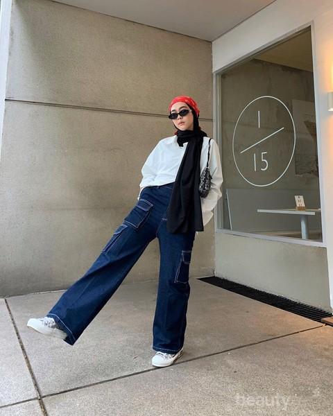 Masih Jadi Tren Fashion 2020 6 Inspirasi Celana Jeans Kekinian Ala Influencer Hijab