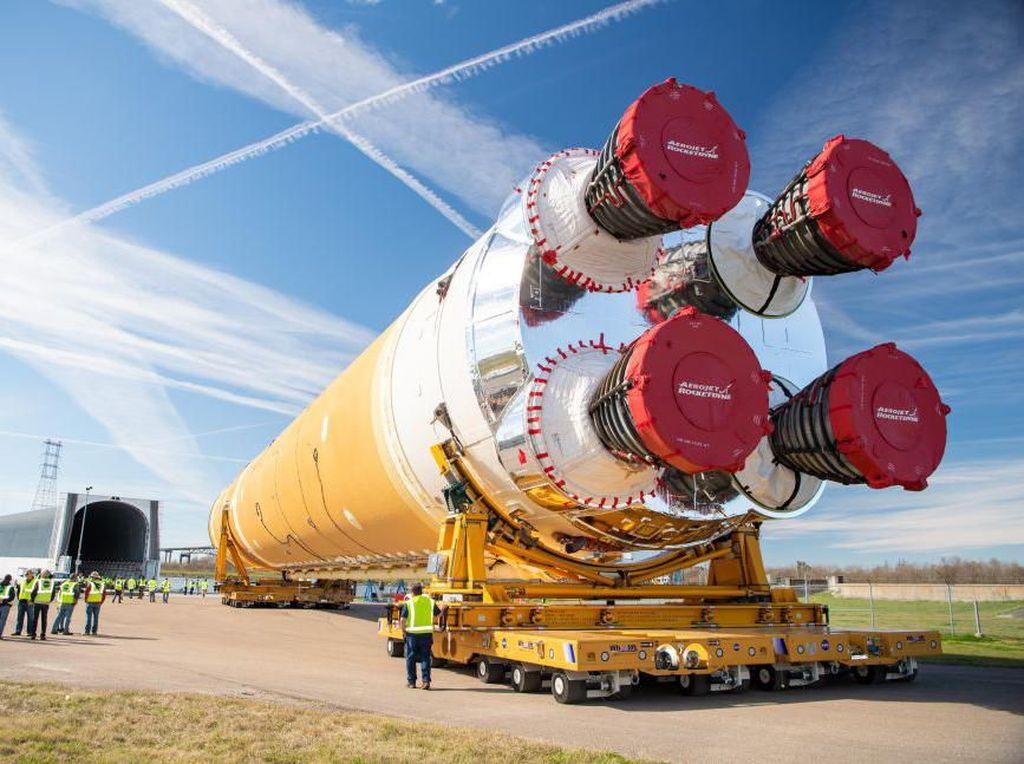 NASA Hentikan Pengembangan Roket ke Bulan karena Virus Corona
