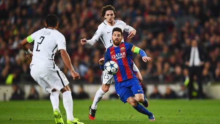BARCELONA, SPAIN - MARCH 08:  Lionel Messi of Barcelona battles with Thiago Silva (2) and Adrien Rabiot of PSG during the UEFA Champions League Round of 16 second leg match between FC Barcelona and Paris Saint-Germain at Camp Nou on March 8, 2017 in Barcelona, Spain.  (Photo by Laurence Griffiths/Getty Images)