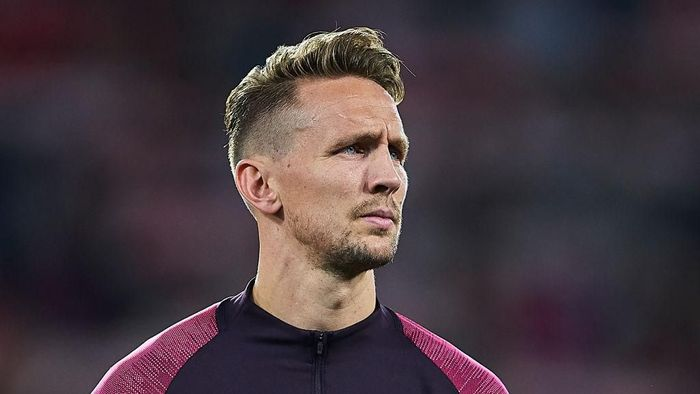 SEVILLE, SPAIN - FEBRUARY 27: Luuk de Jong of Sevilla FC looks on prior to the UEFA Europa League round of 32 second leg match between Sevilla FC and CFR Cluj at Estadio Ramon Sanchez Pizjuan on February 27, 2020 in Seville, Spain. (Photo by Fran Santiago/Getty Images)