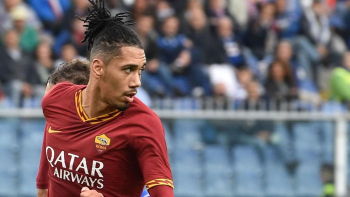GENOA, ITALY - OCTOBER 20: Chris Smalling of AS Roma during the Serie A match between UC Sampdoria and AS Roma at Stadio Luigi Ferraris on October 20, 2019 in Genoa, Italy. (Photo by Paolo Rattini/Getty Images)