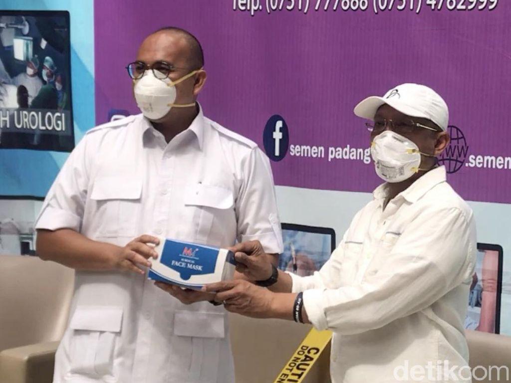 Andre Rosiade Salurkan 5.000 Masker untuk Rumah Sakit di Padang