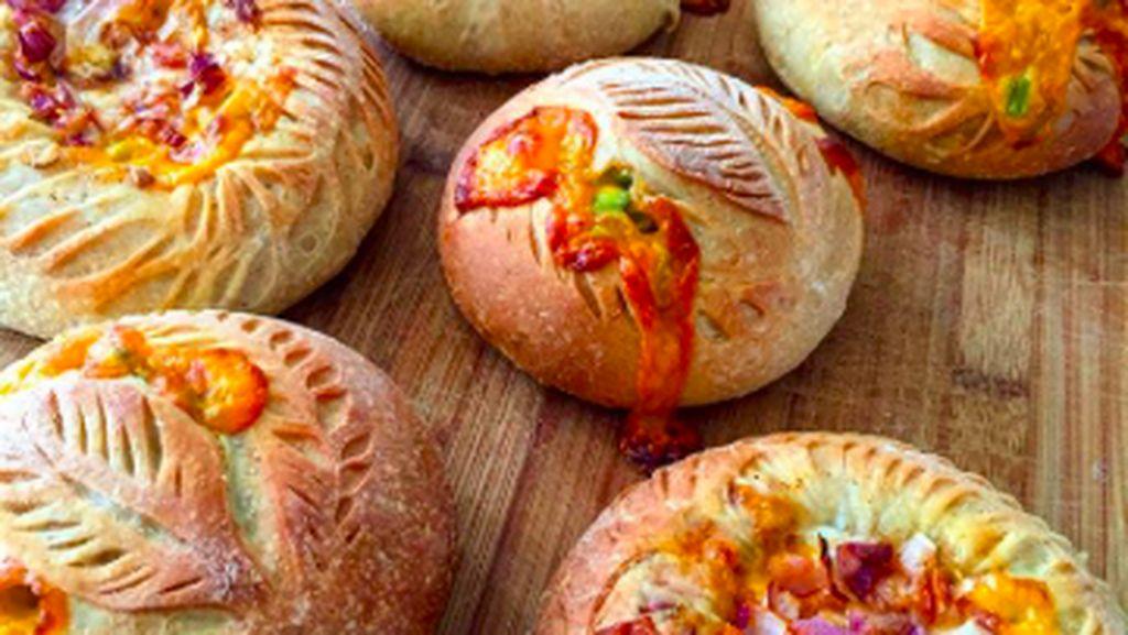 10 Kreasi Roti Bermotif Cantik Buatan Baker Handal