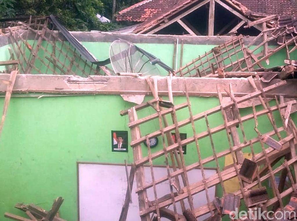 Gempa M 3,5 Guncang Sukabumi, Satu Bangunan Sekolah Ambruk
