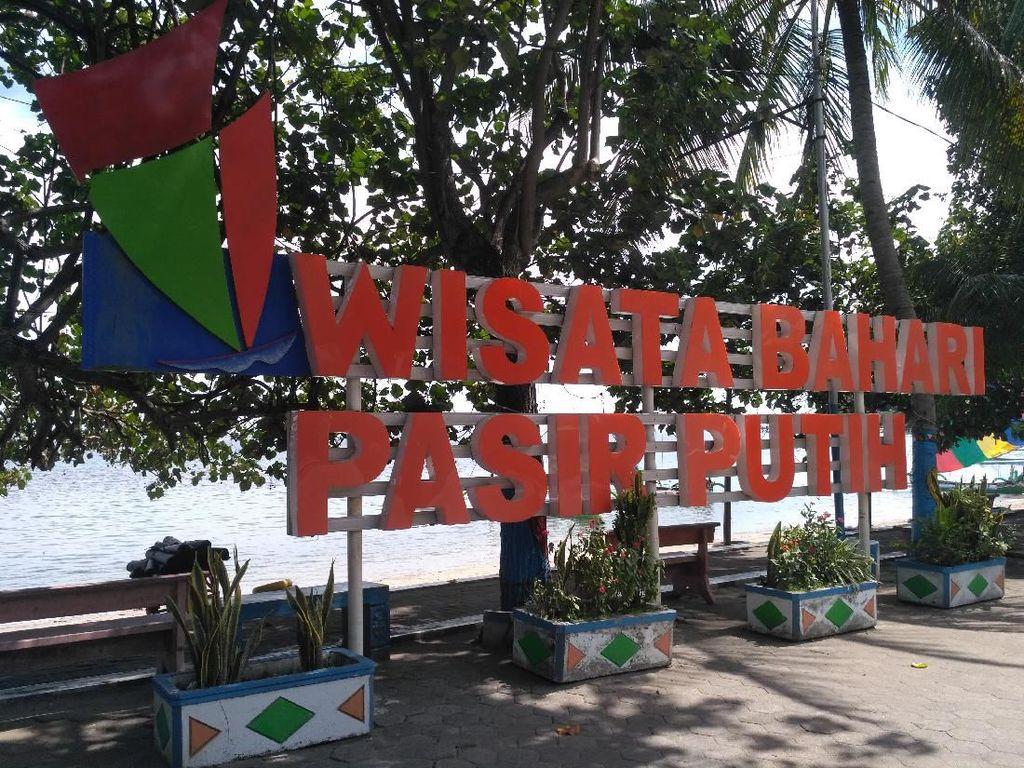 Wisata Bahari Pasir Putih di Situbondo Sepi Pengunjung Meski Tak Ditutup