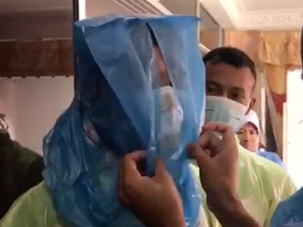 APD Habis, Viral Tenaga Medis Lindungi Diri Pakai Kantong Plastik