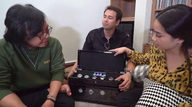Raffi Ahmad dan Nagita Slavina bersama Ari Lasso