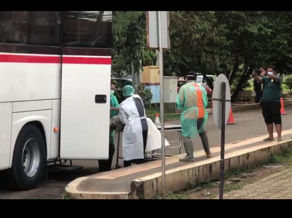 Begini Alasan Penumpang Bus Meninggal Dievakuasi dengan APD Lengkap