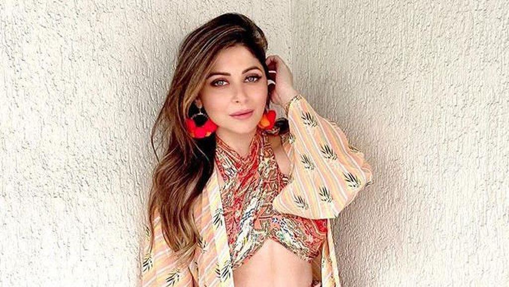 Ini Kanika Kapoor, Artis Bollywood Pertama Positif Corona yang Sempat Pesta