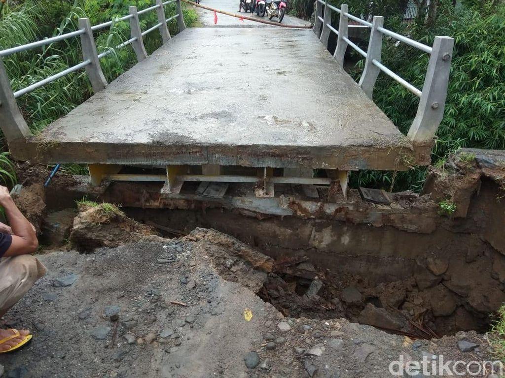Hujan Dua Jam Picu Longsor dan Jembatan Putus di Trenggalek