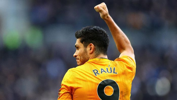 LONDON, ENGLAND - MARCH 01: Raul Jimenez of Wolverhampton Wanderers celebrates after scoring his teams third goal during the Premier League match between Tottenham Hotspur and Wolverhampton Wanderers at Tottenham Hotspur Stadium on March 01, 2020 in London, United Kingdom. (Photo by Richard Heathcote/Getty Images)