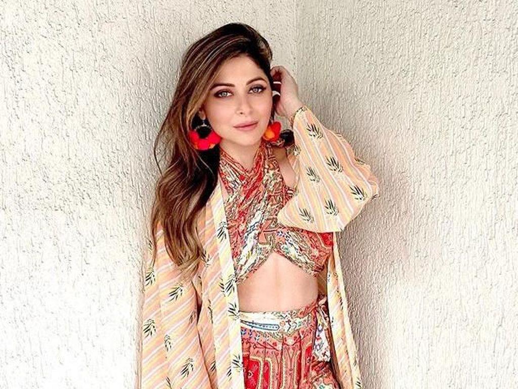 Jalani Karantina, Kanika Kapoor Curhat Diperlakukan Tak Layak di RS