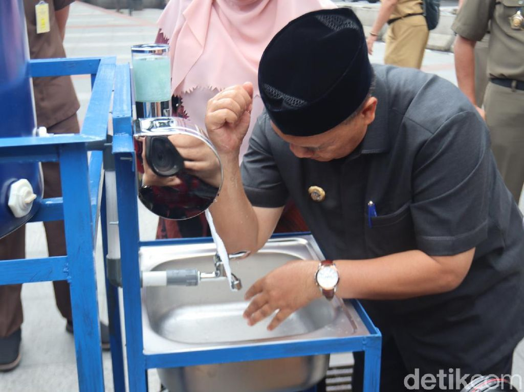 Cegah Corona, Pemkot Pasang 30 Tempat Cuci Tangan di Pasar-Taman Bandung