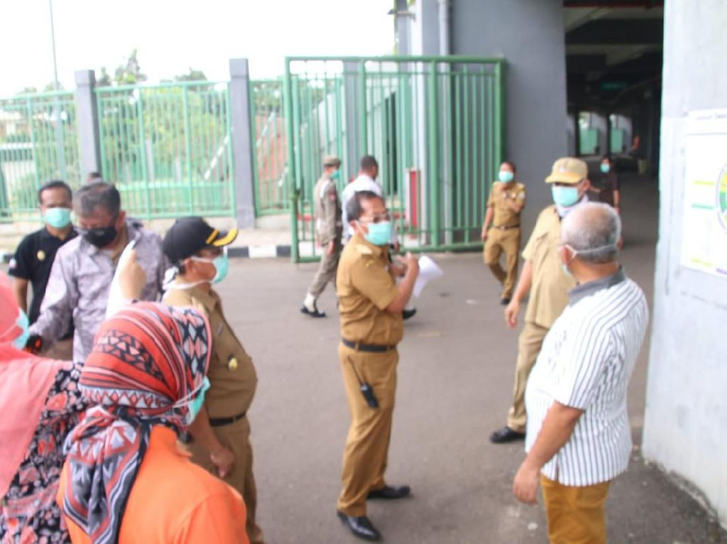 Walkot Pepen Cek Simulasi Tes Massal Corona di Stadion Patriot Bekasi