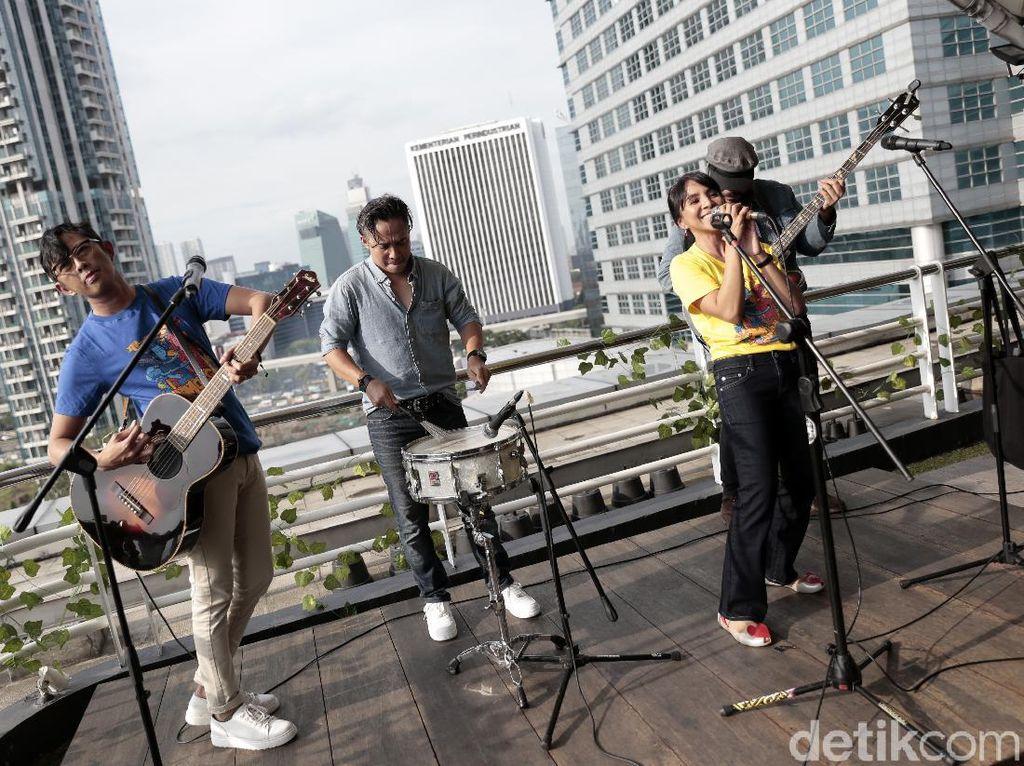 Tonton Yuk! Mocca Akustikan di Rooftop detikcom