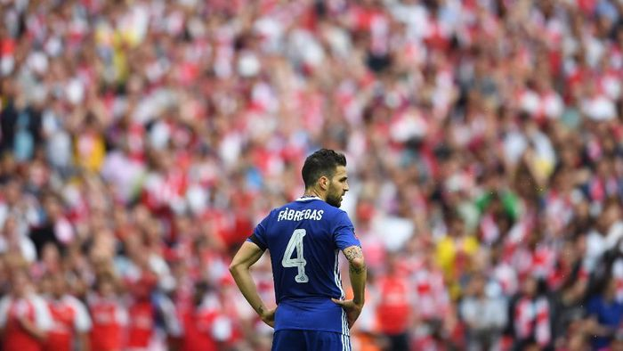 LONDON, ENGLAND - MAY 27:  Cesc Fabregas of Chelsea looks dejected after The Emirates FA Cup Final between Arsenal and Chelsea at Wembley Stadium on May 27, 2017 in London, England.  (Photo by Laurence Griffiths/Getty Images)