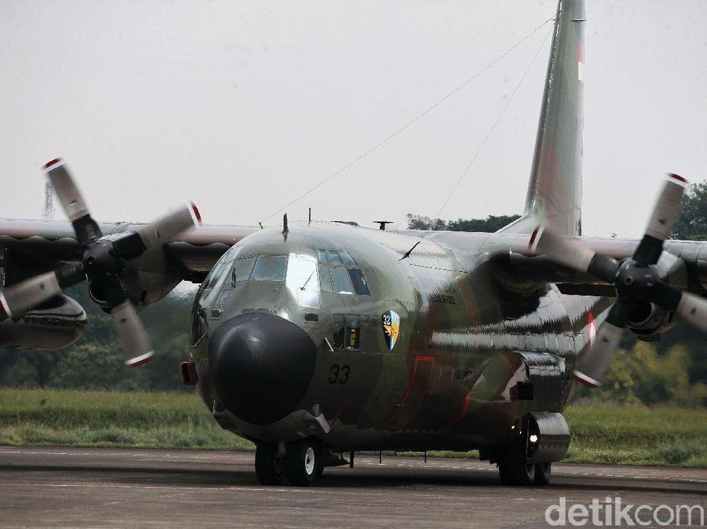 Pesawat Hercules yang Angkut Alkes Corona Mendarat di Jakarta