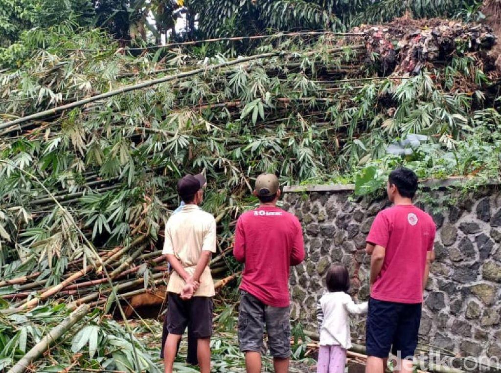 Penampakan Tebing Longsor yang Menimpa Rumah di Sukabumi