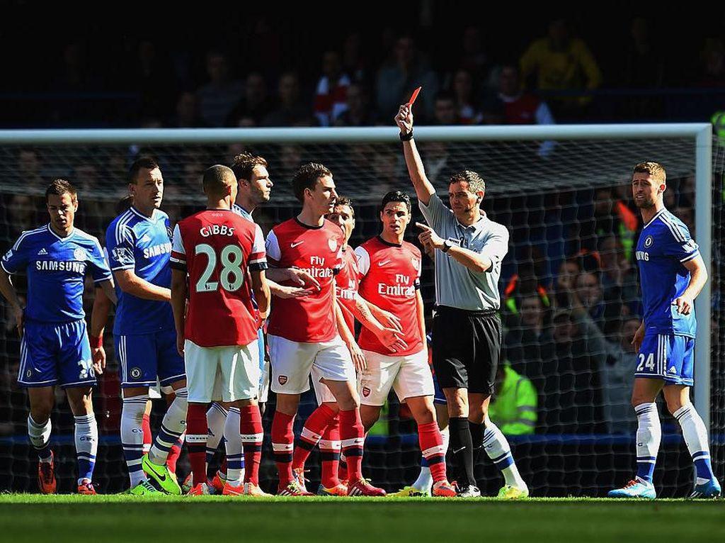 Kisah Kartu Merah Salah Orang Saat Chelsea Ganyang Arsenal 6-0