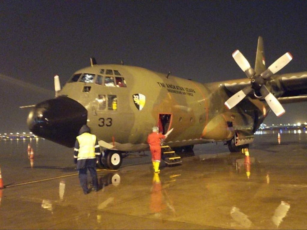 Pesawat Hercules TNI Berisi Alat Medis COVID-19 Tiba di Indonesia