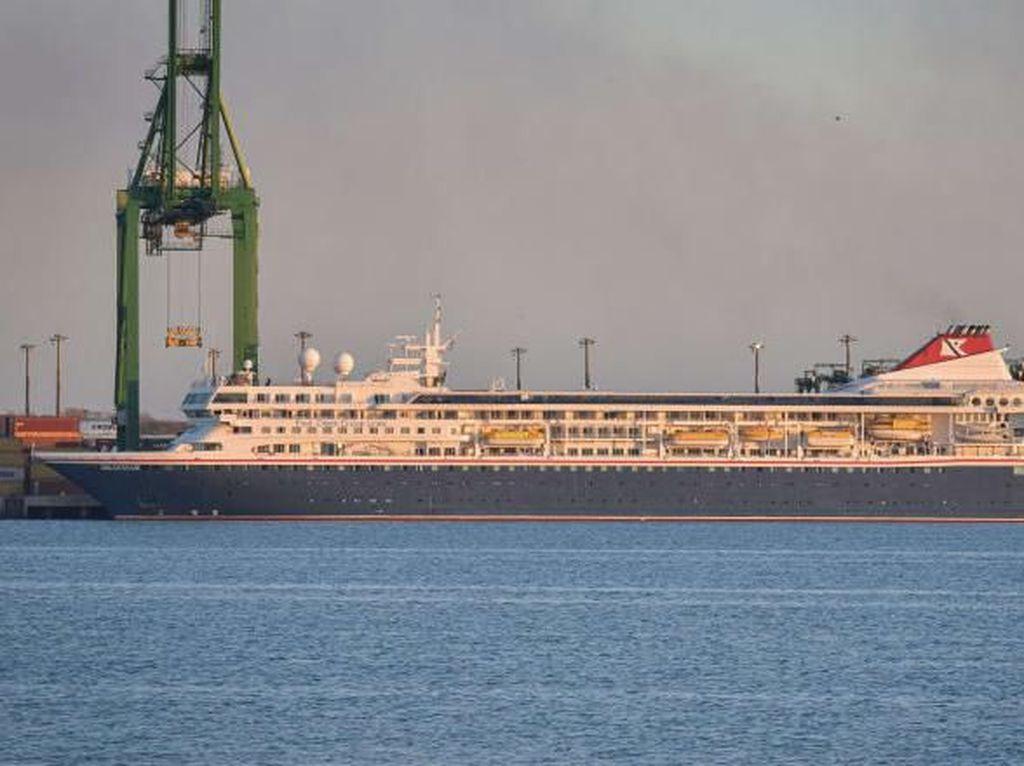 Kapal Pesiar Ini Terkatung-katung di Laut Karibia karena Corona