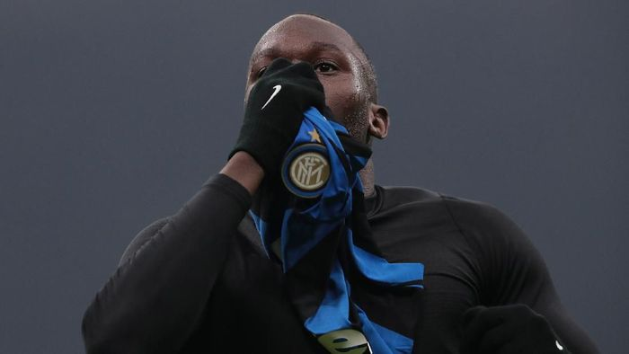 MILAN, ITALY - FEBRUARY 09:  Romelu Lukaku of FC Internazionale celebrates his goal during the Serie A match between FC Internazionale and AC Milan at Stadio Giuseppe Meazza on February 9, 2020 in Milan, Italy.  (Photo by Emilio Andreoli/Getty Images)