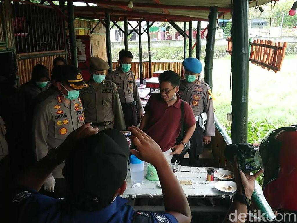 Petugas Gabungan Bubarkan Warga yang Nongkrong di Warkop Trenggalek