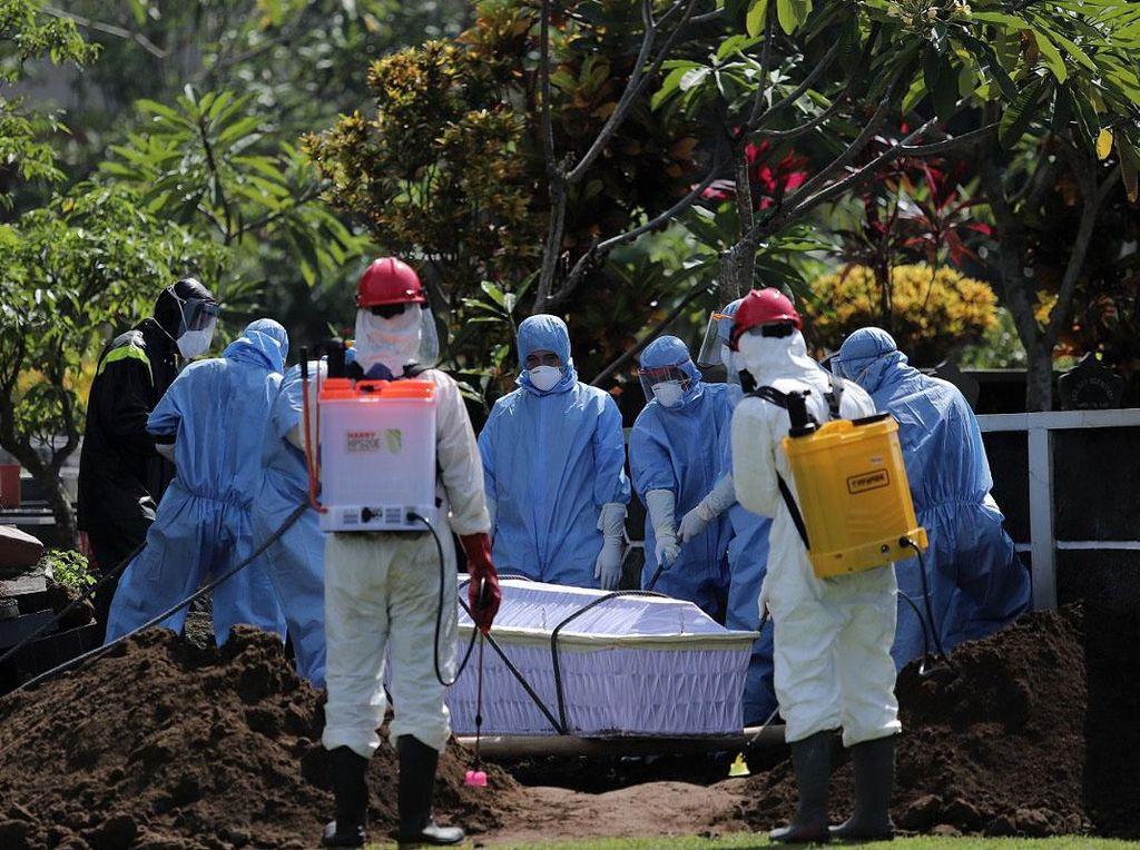 Begini Momen Pemakaman Guru Besar UGM
