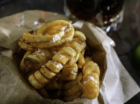 Resep Potato Curly, Nikmatnya Kentang Goreng yang Lebih Gurih & Crispy