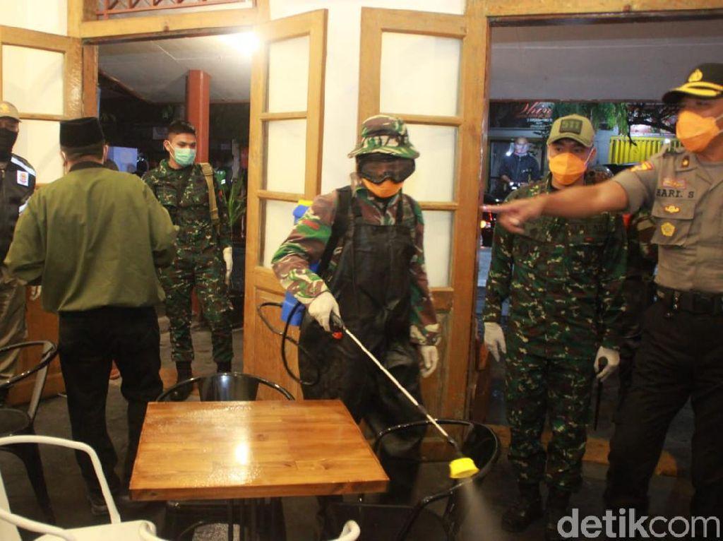 Polisi Blitar Bubarkan Kerumunan, Minta Lokasi Kuliner Terapkan Take Away