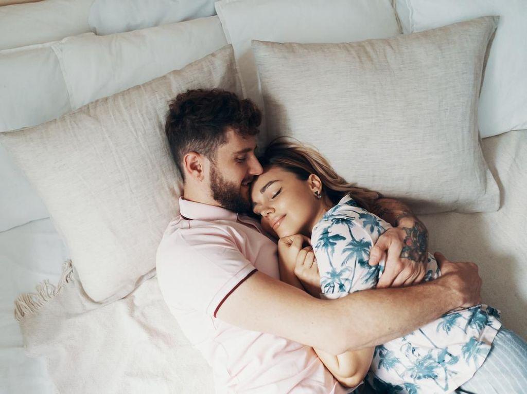 5 Cara Agar Suami Tak Buru-buru Lewati Sesi Pemanasan Sebelum Bercinta