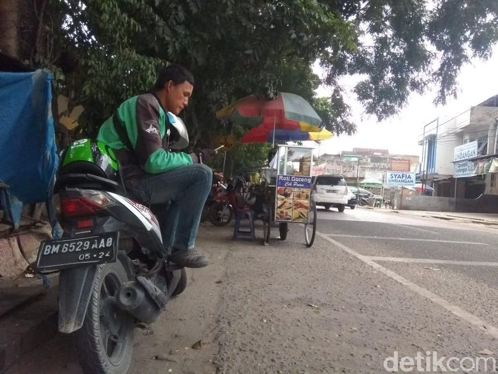 Pandemi Corona, Pendapatan Ojol-Taksi Online Babak Belur di Pekanbaru