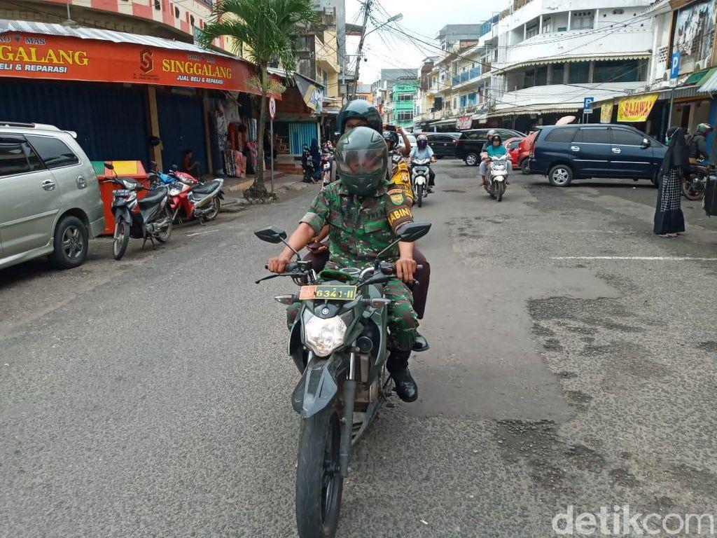 TNI-Polri Keliling Jambi, Ingatkan Physical Distancing untuk Cegah Corona