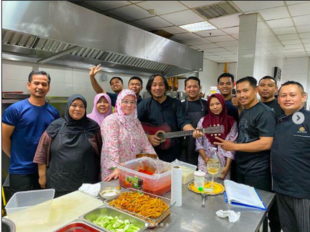 Masakan Raja Permaisuri Agong untuk Tim Medis Malaysia yang Lawan Corona