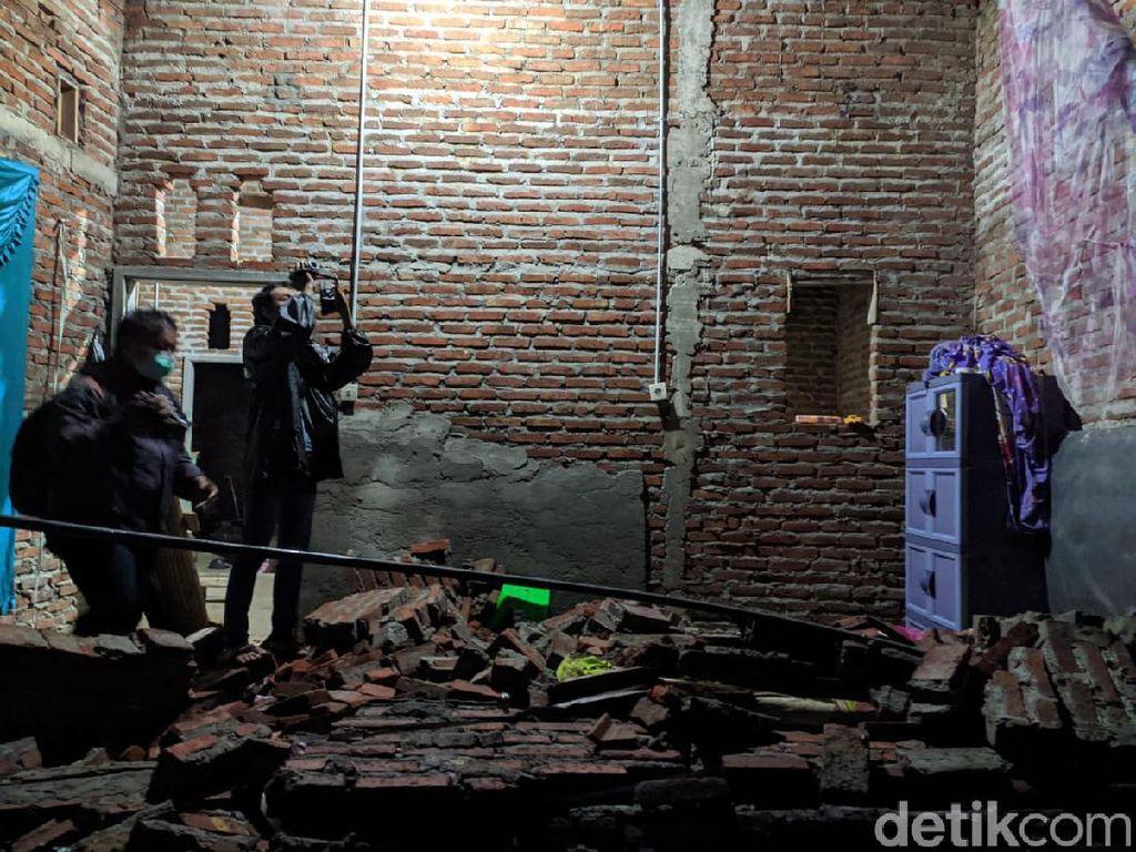 Rumah di Mojokerto Ambruk Diterjang Angin Kencang, Satu Orang Tewas