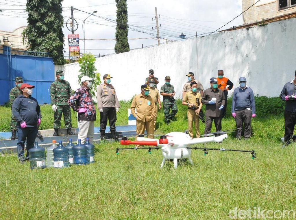 Kawasan Dau Malang Disemprot Disinfektan Pakai Drone Cegah Penyebaran Corona