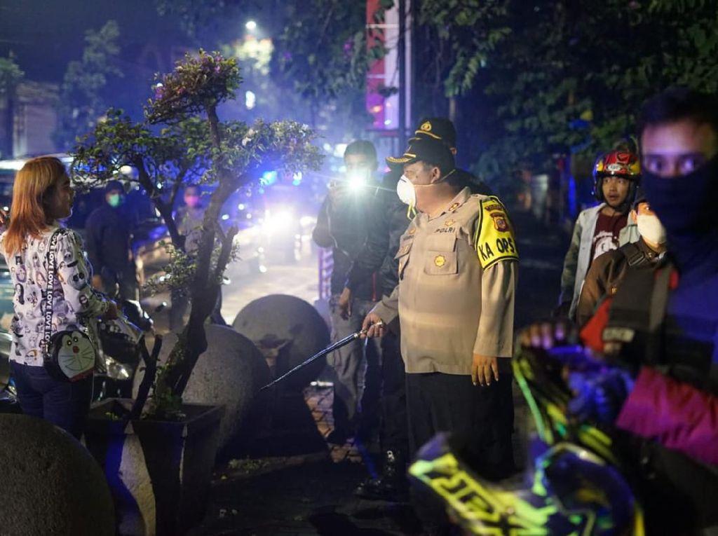 Corona Pandemik, Polisi di Jabar Patroli Bubarkan Kerumunan Massa