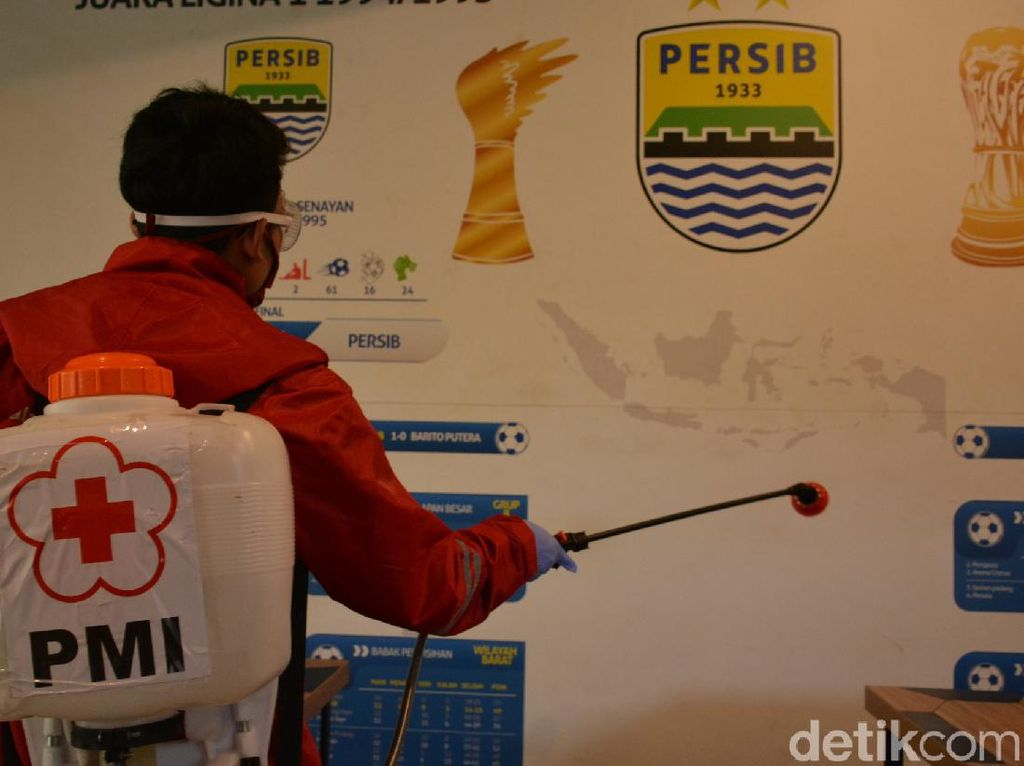 Mess Pemain Persib Bandung Disemprot Disinfektan