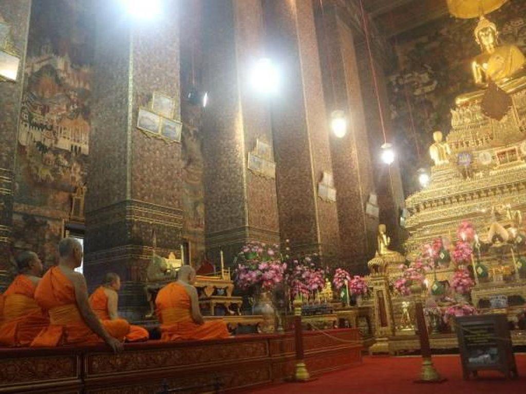 Suara Ratapan Biksu Kuil Thailand yang Merana