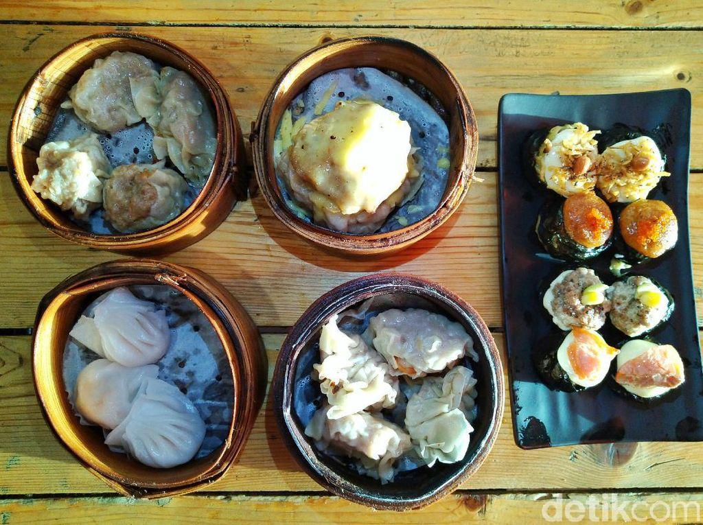 Dimsuming : Jajan Dimsum Monster dan Dimsum Sushi Bertopping Salmon