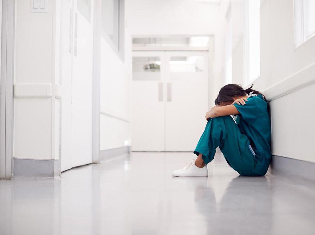 Perawat Ini Diminta Buat Surat Wasiat Sebelum Rawat Pasien Virus Corona